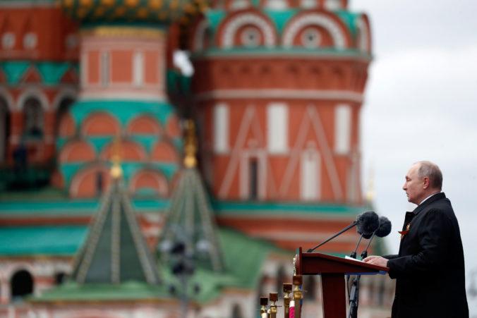 Putin na oslavách Dňa víťazstva varoval, že nacistické idey pretrvávajú (video)