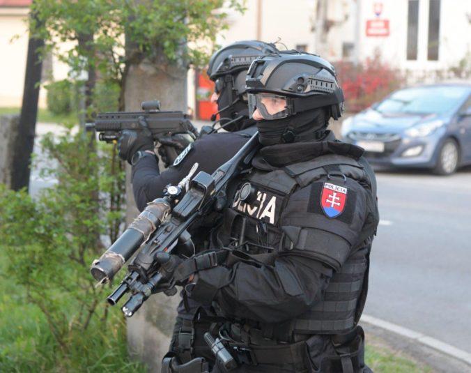 Vláda sa ospravedlnila za policajný zásah v Moldave nad Bodvou v roku 2013, zranili sa desiatky ľudí