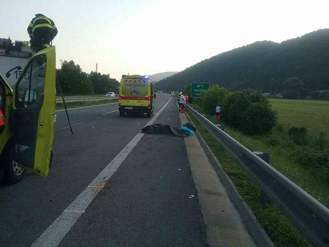 Chodec na R1 neprežil zrážku s autom, rýchlostnú cestu za Žiarom nad Hronom museli uzavrieť (foto)