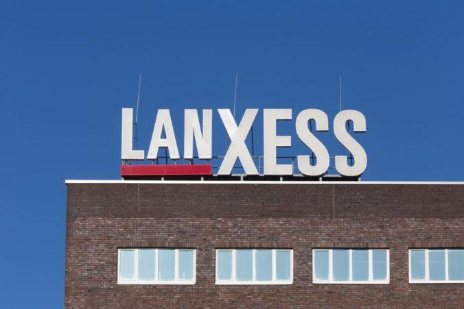 Prineste si vlastnú šálku na kávu a ušetrite na umelom osvetlení, hovoria kampane spoločnosti LANXESS