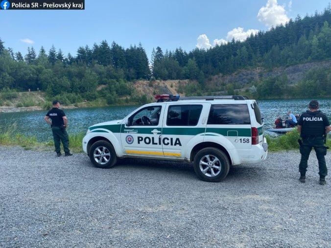 Vo vodách kameňolomu sa utopil 18-ročný mladík, jeho telo zatiaľ nenašli (foto)