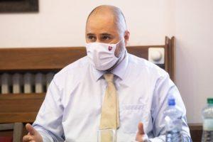 Koaličný poslanec Linhart kritizuje Mikulca pre marenie vyšetrovania, uvažuje podporiť jeho odvolanie