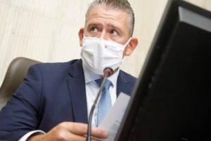 Mikulec sa bráni proti tvrdeniam o údajnom manipulovaní vyšetrovaní, demisiu sa podať nechystá