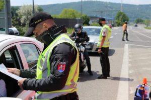 Chystáte sa pricestovať na Slovensko? Polícia upozorňuje, že stále treba dodržiavať karanténne povinnosti