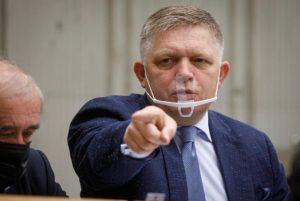 Fico berie Krajniaka na zodpovednosť za rozkrádanie štátnych peňazí, Smer chce ministra práce odvolať