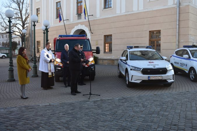 Kežmarskí policajti budú jazdiť na novom elektromobile, mesto investovalo takmer 36-tisíc eur