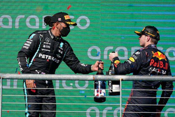 Nudu v seriáli F1 vystriedalo vzrušenie, taká rivalita ako medzi Verstappenom a Hamiltonom tu dlho nebola