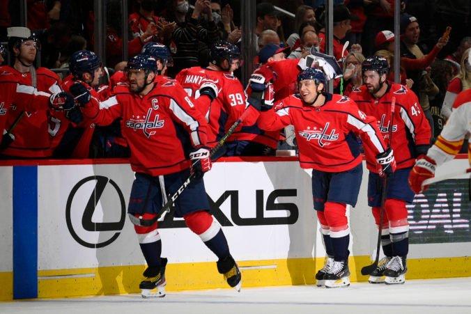 Fehérváry strelil v drese Capitals svoj prvý gól v NHL, hviezde stretnutia gratuloval aj Bondra (video)