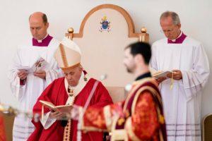 Prešovský arcibiskup Babjak ocenil desiatky ľudí, ktorí pomáhali počas návštevy pápeža Františka