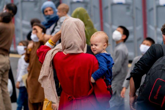 Mikulec riešil v Grécku migračnú krízu, utečeneckému táboru na ostrove Samos daroval zubárske kreslo