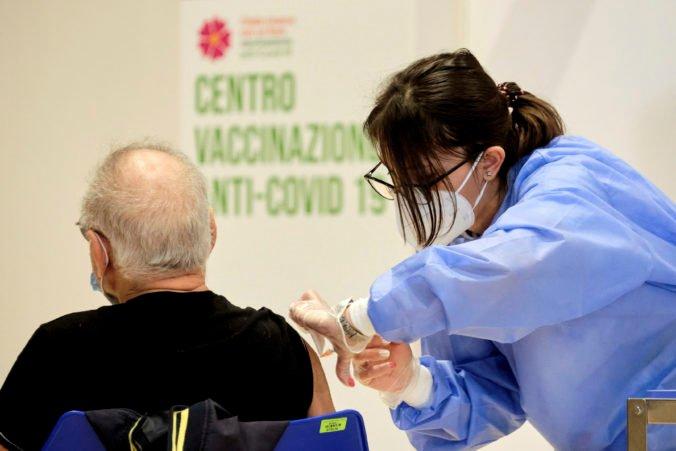 Zamestnávatelia budú môcť od pracovníkov vyžadovať potvrdenie o očkovaní, schválila maďarská vláda